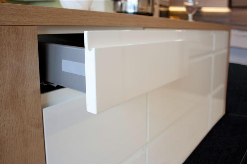Automatisches Öffnen von Schranktüren - Küche kaufen Küchenstudio ...